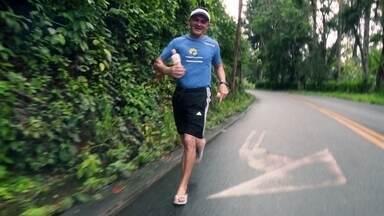 Cearense corre maratonas de chinelo - Edilson Saraiva já correu mais de 20 maratonas usando chinelos.