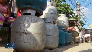 Gás de cozinha continua com distribuição irregular em Pernambuco - Situação não foi regularizada, duas semanas após o fim da greve dos caminhoneiros.