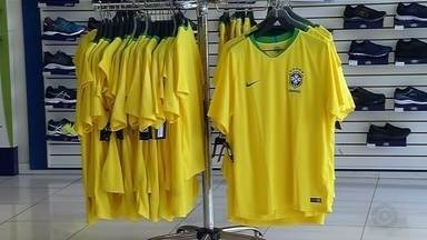 Comércio do noroeste paulista espera faturar com vendas para a Copa do Mundo - Os comerciantes do noroeste paulista estão animados para faturar com as vendas de camisetas e outros adereços para torcedores do Brasil na Copa do Mundo.