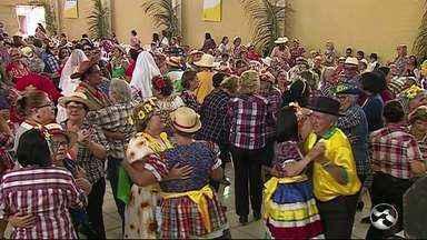 Tarde desta quarta-feira (13) foi de forró para idosos de Caruaru - Arraial foi realizado pelo Sesc.
