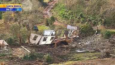 Número de cidades gaúchas com registro de danos pelo temporal chega a 28, diz Defesa Civil - Chuva, granizo e ventos intensos causaram estragos e duas mortes no estado entre segunda e terça-feira (12).