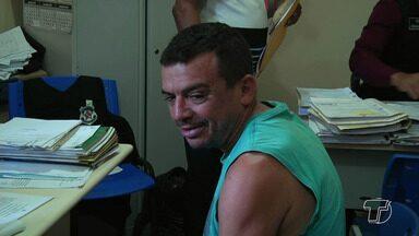 Casal suspeito de matar homem no próprio bar é transferido para Santarém - Luciana de Souza e o policial militar aposentado Benedito de Oliveira foram presos no dia 6 de junho em Laranjal do Jari.