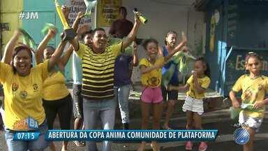 'Torcidaxé': abertura da Copa anima comunidade no bairro de Plataforma - Conheça a turma.