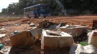 Lixo às margens da rodovia interpraias ainda é um grande problema em Santarém - Problema tem causado incômodo e transtornos a moradores. Via liga Santarém às comunidades Pajuçara e Carapanari.
