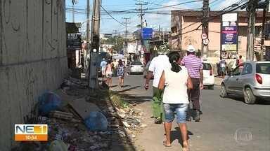 Sujeira é motivo de reclamações de moradores em Olinda - Esgoto também gera insatisfação de quem vive no local.