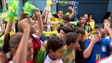 Escolas de Cachoeiro vivem expectativa para Copa do Mundo - Competição começa nesta quinta-feira (14).