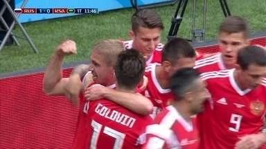 Gol da Rússia! Gazinsky sobe bonito e cabeceia para o fundo do gol, aos 11' do 1º tempo - Gol da Rússia! Gazinsky sobe bonito e cabeceia para o fundo do gol, aos 11' do 1º tempo.