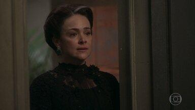 Julieta vai ao cortiço procurar Camilo - Jane conta que o marido está trabalhando à noite nas docas e Julieta se esforça para ser gentil com a nora
