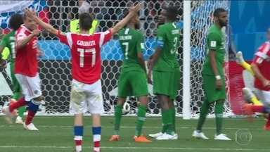 Copa da Rússia começa com goleada da anfitriã sobre Arábia Saudita: 5 a 0 - Vitória foi muito acima da expectativa. Festa de abertura teve show do inglês Robbie Williams.