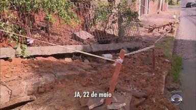 Após um ano com problemas na calçada, prefeitura conserta local na Zona Norte da capital - Assista ao vídeo.