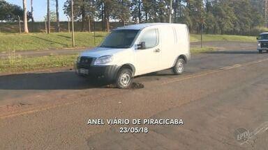 Prefeitura realiza manutenção parcial em Anel Viário abandonado de Piracicaba - Os buracos foram arrumados, mas o asfalto continua irregular. Além disso, as placas estão visíveis, a indicação no chão foi pintada e o mato foi cortado.