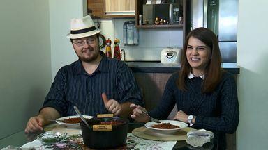 Em clima de Copa, a receita da tradicional sopa russa de beterraba - Pra esquentar a torcida paranaense um legítimo russo, que vive no Paraná desde 2010, ensina o passo a passo