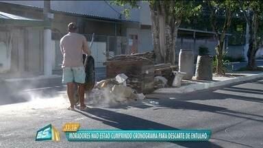 Moradores não cumprem cronograma para descarte de entulho em Linhares, ES - Situação gera problemas no município.
