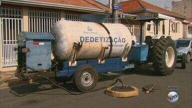 Dedetização volta a ser feita na rede de esgoto de Araras - Cidade tem muitas reclamações de escorpiões. Procedimento exige que moradores tenham cuidados.