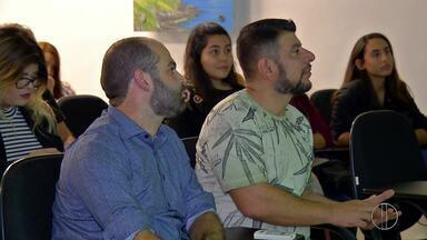 Alunos de Publicidade e Propaganda visitam a sede da Inter TV em Cabo Frio, no RJ - Assista a seguir.