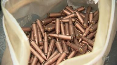 Batalhão de Operações Especiais da PM prende homem com munição pesada em Campinas - A suspeita é de que os armamentos sejam das Forças Armadas. A apreensão foi feita no Jardim Judith.