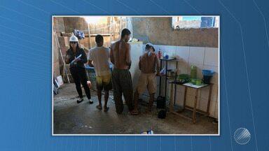 Cinco operários são resgatados em regime de trabalho escravo em Praia do Forte - Os homens trabalhavam na construção de um posto de saúde na vila.