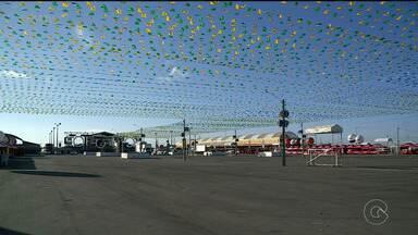 Comerciantes deixam tudo pronto para receber o público no São João de Petrolina - A festa começa nesta sexta-feira (15)