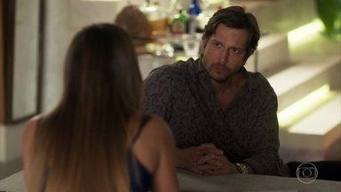 Remy desiste de ajudar Karola - Ele não suporta a obsessão da amante por Beto e perde a paciência. A golpista decide se aconselhar com Laureta