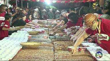 Bairros das Rendeiras recebe a festa do Pé de Moleque Gigante - Bolo tem mais de 21 metros