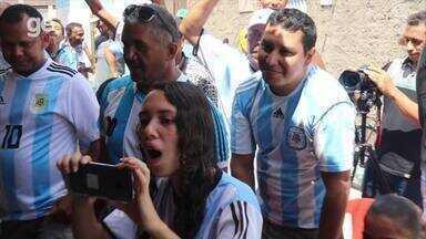 Rua da Argentina vive alegria e frustração com o empate da seleção na estreia da Copa - Rua da Argentina vive alegria e frustração com o empate da seleção na estreia da Copa