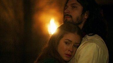 Amália sugere adiar o casamento por causa da explosão - Afonso concorda e diz que vai pedir que o Rei de Alfambres reconsidere o empréstimo a Montemor