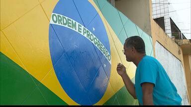 Famílias paraibanas enfeitam as casas e esperam vitória do Brasil na Copa - Nossa equipe conheceu duas famílias bem animadas.