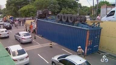 Acidentes com veículos pesados preocupam motoristas em Manaus - Diretor do Manaustrans explica que as fiscalizações são realizadas diariamente em várias pontos da cidade,