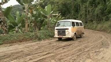 População de Juquiá reclama de estrada rural da cidade - Via é motivo de transtorno para moradores que dependem do acesso.