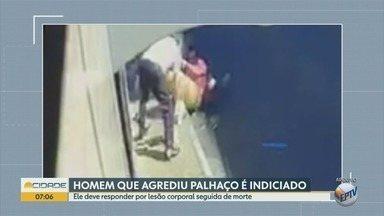 Polícia indicia motorista por morte após briga com artista de rua em Mogi Guaçu - Câmera flagrou a agressão no dia 5 de maio no centro da cidade.