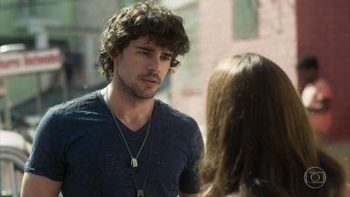 Rochelle descobre que Narciso é pobre - O rapaz confessa após ser flagrado em carro velho