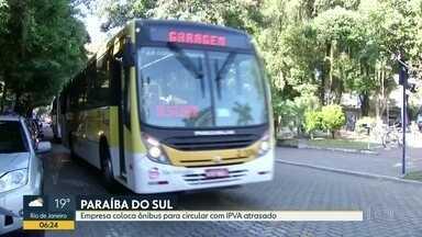 Empresa coloca ônibus com IPVA atrasado nas ruas de Paraíba do Sul - A empresa que atende a cidade está sem funcionar desde a semana passada, quando funcionários cruzaram os braços. Ontem a viação São Salvador assumiu, mas os funcionários dizem que os ônibus estão com documento atrasado.