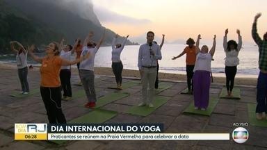 Dia Internacional do Yoga é comemorado nesta quinta-feira - Praticantes se reúnem na Praia Vermelha para celebrar a data
