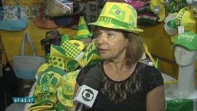 Feirinha da Beira-Mar entra em clima da copa com oferta de artigos verde e amarelo - Saiba mais em g1.com.br/ce