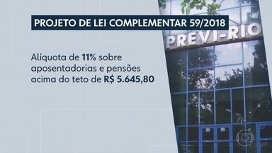 Câmara do Rio aprova projeto que taxa servidores inativos com salários mais altos - Durante a votação, houve protestos e muita confusão dentro e fora da Câmara de Vereadores. O projeto de lei vai para a sanção do prefeito Marcelo Crivella.