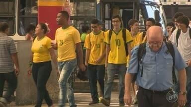 Jogo da seleção brasileira na Copa do Mundo muda movimento no centro de Campinas - O expediente dos estabelecimentos foi encerrado às 14h por conta da partida contra a Sérvia, que começou às 15h.