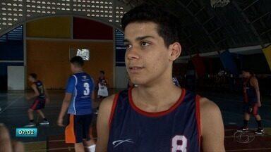 Equipe de basquete sub-15 se prepara para representar Alagoas no torneio de seleções - Confira a reportagem.
