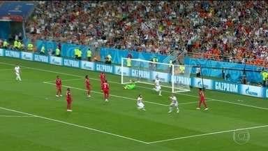 Tunísia ganha do Panamá, mas as duas seleções já estavam desclassificadas - Time panamenho, estreante em mundiais, saiu na frente, mas a Tunísia virou no segundo tempo.