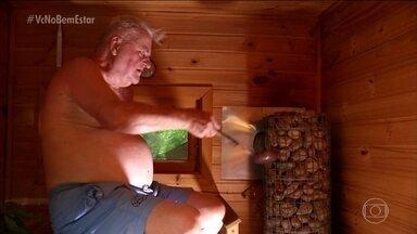 Conheça a sauna finlandesa - A temperatura fica na faixa de 70ºC a 110ºC. Nela, você tempera a unidade da sauna com água, então não tem o ressecamento das mucosas.