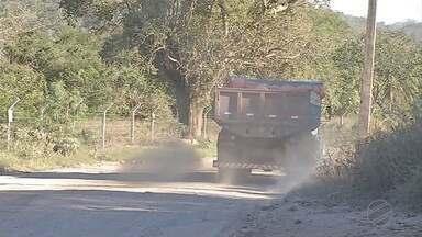 Moradores reclamam da situação da Alameda Dona Antônia, em Corumbá - A poeira tem incomodado muito os moradores. Nem a ajuda do caminhão-pipa tem resolvido.