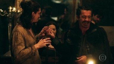 Capitão Pizarro e seus comparsas fazem uma festa de despedida - Rodolfo também vai a festa
