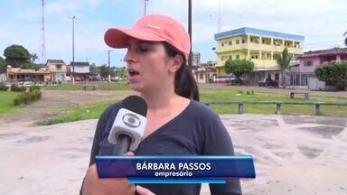 Construção de estrutura de lanchonete é alvo de reclamações de moradores em Itacoatiara - Estrutura é construída em praça.