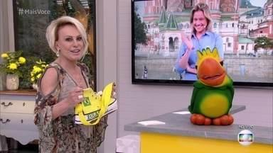 Bem humorada, Fernanda Gentil comenta acessório para a Copa apresentado por Ana Maria - Loira vê a bolsa em forma de sapato gigante e faz piada