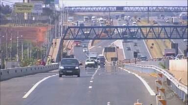 Rodovia Dom Pedro tem novo acesso da pista expressa para a marginal - O novo acesso fica no sentido Anhanguera, na altura da Ceasa. A antiga entrada para a Avenida Comendador Aladino Selmi vai ser desativada.