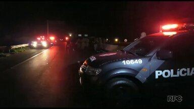 Assaltante é morto pela polícia após um roubo em Maringá - O rapaz roubou um carro numa casa no Parque Laranjeiras e foi perseguido pela polícia, segundo a PM ele teria apontado uma arma para os policiais.