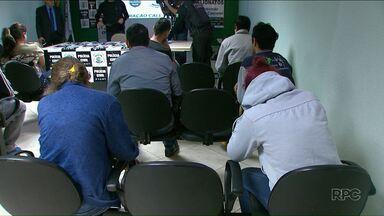 Operação prende quadrilha que aplicava golpes pela internet - Dezoito pessoas foram presas em Cascavel.