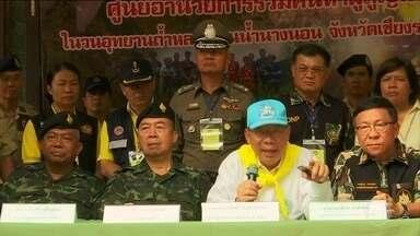 Autoridades da Tailândia correm contra o tempo para resgatar meninos presos em caverna - Chuvas torrenciais são esperadas para o fim de semana e há risco de alagamento na área onde o grupo está há 13 dias.