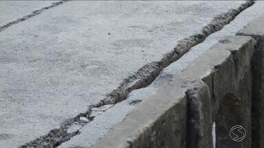 Moradores reclamam de situação precária de asfalto em Barra Mansa, RJ - Além da pavimentação, eles também se queixam da falta de iluminação e insegurança.