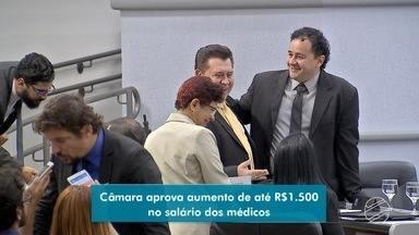 Câmara de Vereadores aprova reajuste nos salários dos médicos da rede pública da capital - Confira os detalhes na reportagem.