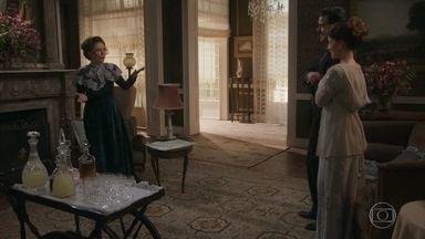 Depois de passar a noite com Olegário, Briana apresenta o noivo para a mãe - Lady Margareth decide conversar com Olegário